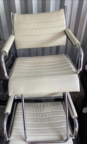 Barber cosmetologist Hair stylist chair for Sale in GLOUCSTR CITY, NJ