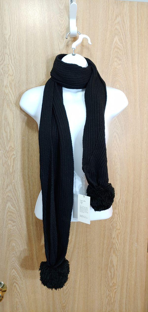 NWT Black pom pom scarf