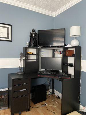 Corner desk for Sale in Tamarac, FL