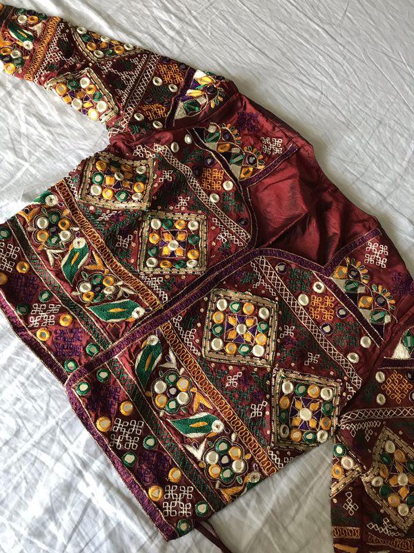 Chania choli (Crop top, long skirt, scarf)