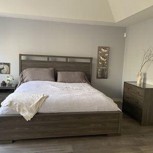 5 Pieces King Bedroom Set for Sale in Manassas, VA