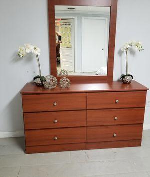 Cómoda con espejo... Dresser with mirror for Sale in Hialeah, FL