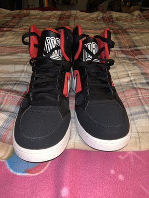 Nike shoes there used but in good condition they are size 10 in men's for Sale in Perris, CA