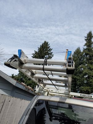 32ft extention ladder for Sale in Portland, OR
