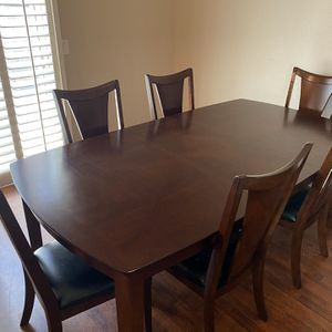 Dining Room Table with 6 chairs for Sale in El Cajon, CA