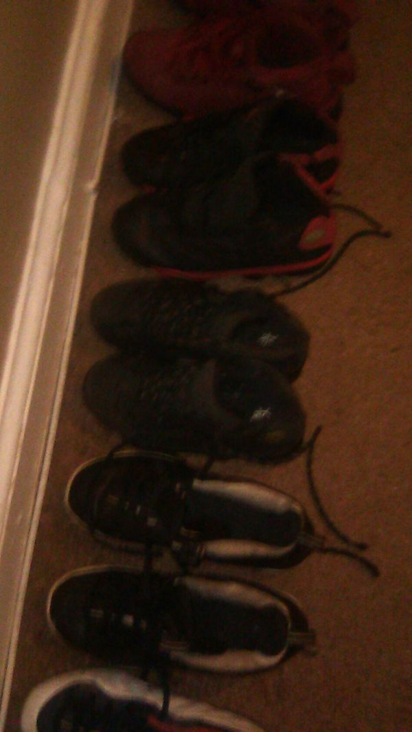 Jordans shoes for the kids all brands u better hop on it going cheap only for tonight