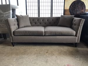 Brown tufted sofa with nailhead trim for Sale in Pasadena, TX