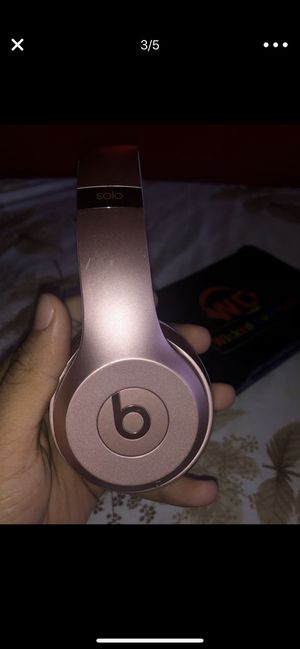 Beats solo wireless 3 rose gold for Sale in Woonsocket, RI