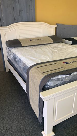 Queen size white bed with mattress and free delivery for Sale in Irving, TX