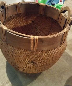 Large basket for Sale in Saint Clair, MO