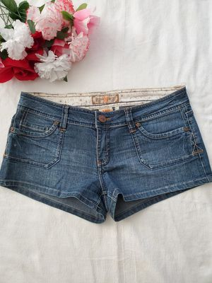 Denim shorts size 5 in juniors-can't pickup, no problem! I'll ship it to you same day! If listing is posted, it's still available :) for Sale in Temecula, CA