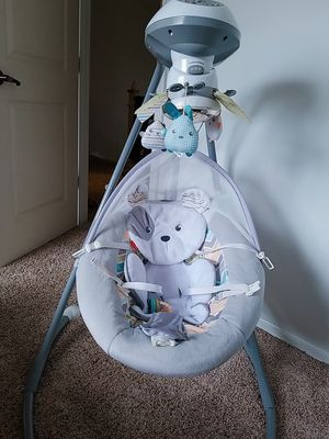 Baby swing; fisher price sungapuppy for Sale in Bothell, WA