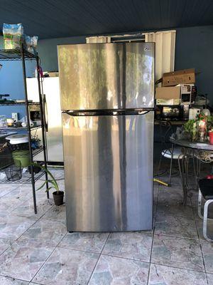 LG refrigerator for Sale in Homestead, FL