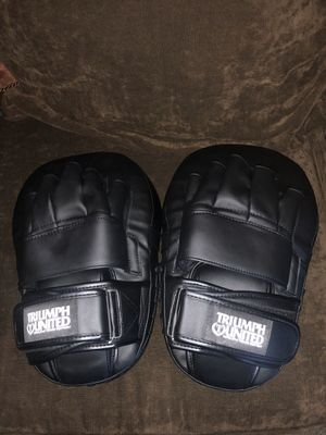 Triumph United leather mitts for Sale in Los Angeles, CA