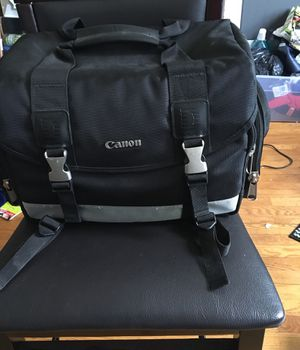 Canon 200DG Deluxe Camera Bag for Sale in Chicago, IL