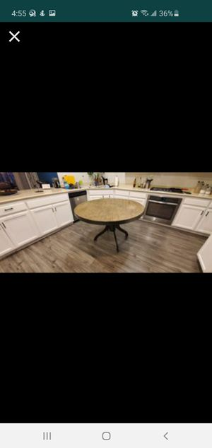 Round dining table for Sale in Gilroy, CA