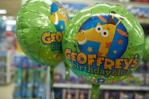 Extremely Rare Collectable Toys r us Geoffrey Birthday club balloon for Sale in Queens, NY