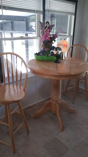 High Table /2 Bar Stools Swivel for Sale in NEW PRT RCHY, FL