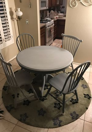 """42"""" Diameter Round Dining Table w/4 chairs for Sale in Banning, CA"""
