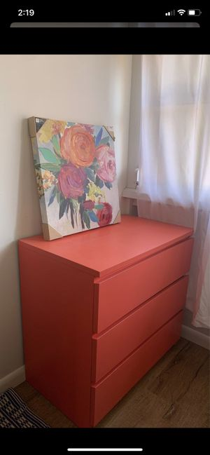 Dresser with wall art for Sale in Delray Beach, FL