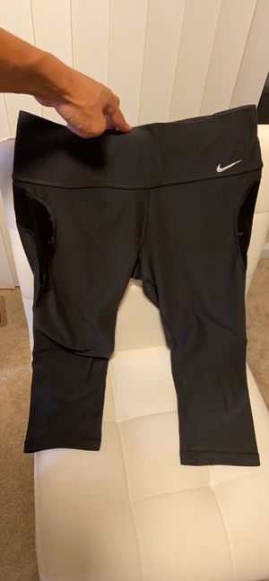 Nike dri fit Capri pants size small for Sale in Columbia, MD