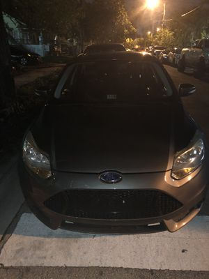 2012 Ford Focus Hatchback SEL CLEAN TITLE for Sale in Miami, FL