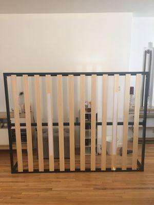 Zinus Queen Bed Frame Platform Wood/Metal for Sale in Los Angeles, CA