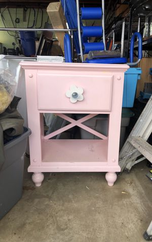 End table/ night stand for Sale in Chevy Chase Village, MD