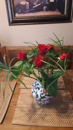 NATURAL FLOWER ARRANGEMENT WHITH WHITEBUTTERFLY SHADE PLANT!!... for Sale in Ontario, CA