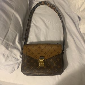 XL Bag Great Condition for Sale in Los Angeles, CA