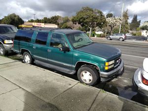 1999 suburban 8 seats automatic 4wd.. for Sale in Hayward, CA