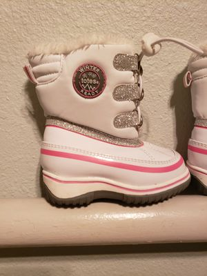 Girls snow boots size 5c for Sale in Vacaville, CA