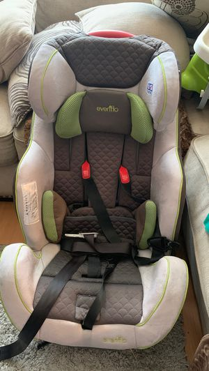 Car seat $40 , corral$25 , silla para comer$10 , carreola$30 for Sale in Imperial Beach, CA
