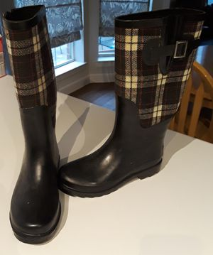 Rubber boots size 5 girls as a buckle on the side for Sale in Fort Worth, TX