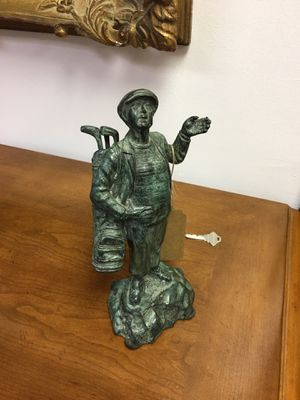 Solid bronze golfer statue, removable clubs, collectible for Sale in Monroe Township, NJ