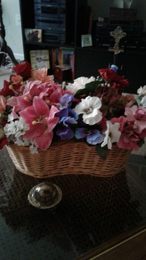 Selling unique wicker basket for Sale in Pevely, MO