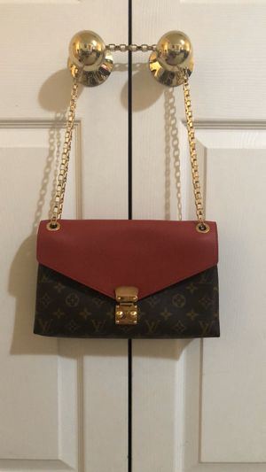 LV pallas chain bag for Sale in Alexandria, VA