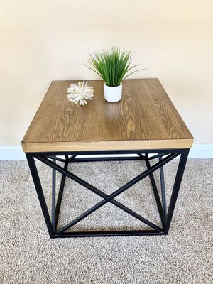 Brown side table end table for Sale in Roseville, CA