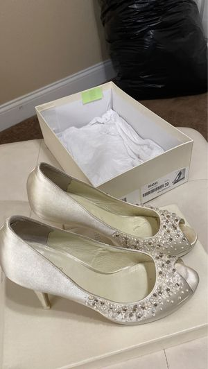 Menbur beaded wedding shoes - size 39. Need some cleaning, but beautiful heels. for Sale in Sanford, FL