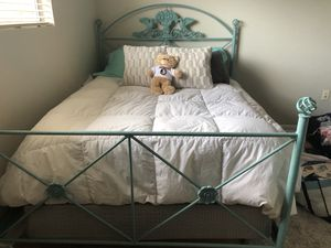 Bed set for Sale in Tallahassee, FL
