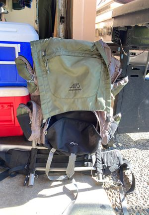 Alps Mountaineering Zion Backpack for Sale in Everett, WA