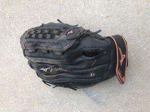 Mizuno youth softball glove for Sale in Tampa, FL