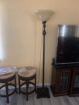 Beautiful floor lamp for Sale in Los Angeles, CA