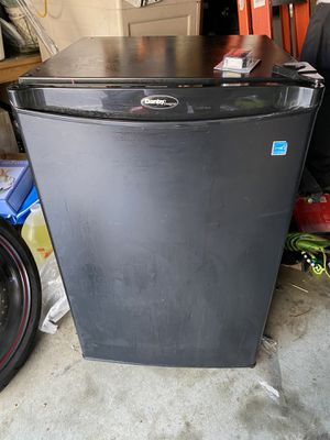 Mini Fridge refrigerator for Sale in Long Beach, CA