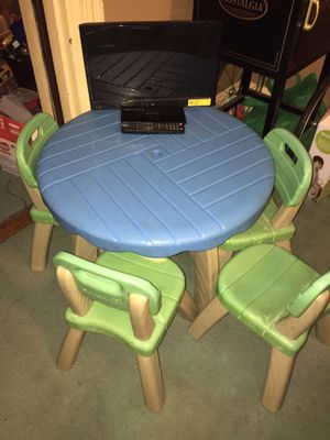 Child's table and chairs + small kids flat screen for Sale in Pittsburgh, PA