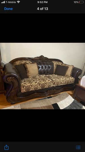 Couch and love seat on very good condition it like new for Sale in Tempe, AZ