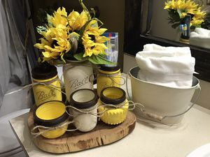 Bathroom mason jars set with sunflower everything is included except the pieces of wood and the towels $35 for Sale in Deltona, FL
