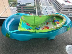 fisher price baby bathtub, like brand new for Sale in Cambridge, MA