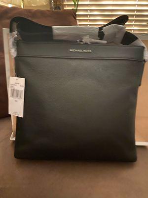 Michael kors (body bag) for Sale in Las Vegas, NV