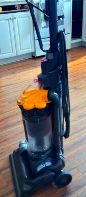 Dyson DC33 Vacuum cleaner for Sale in Federal Way, WA
